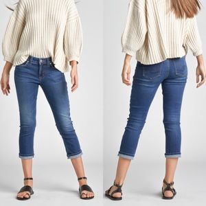 Silver Jeans • Blue Elysse Capri Jeans • Size 29